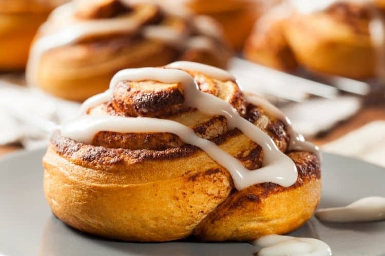 Cinnamon Rolls with Gingerbread Glaze